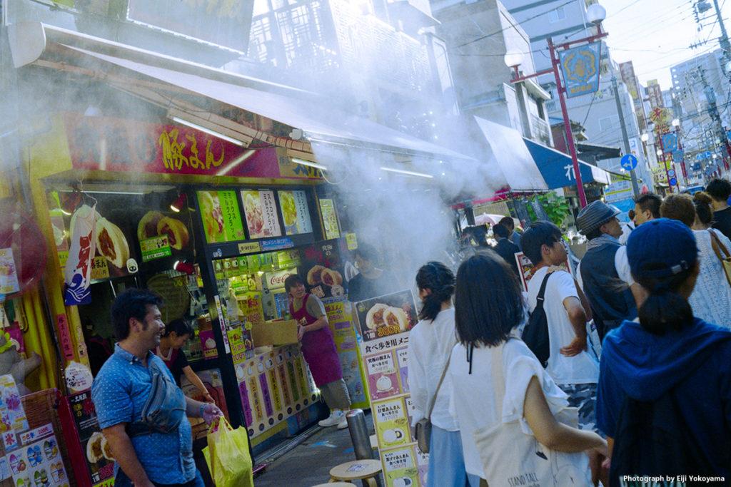 ローライB35 (Rollei B35)で撮影。横浜中華街の風景です。