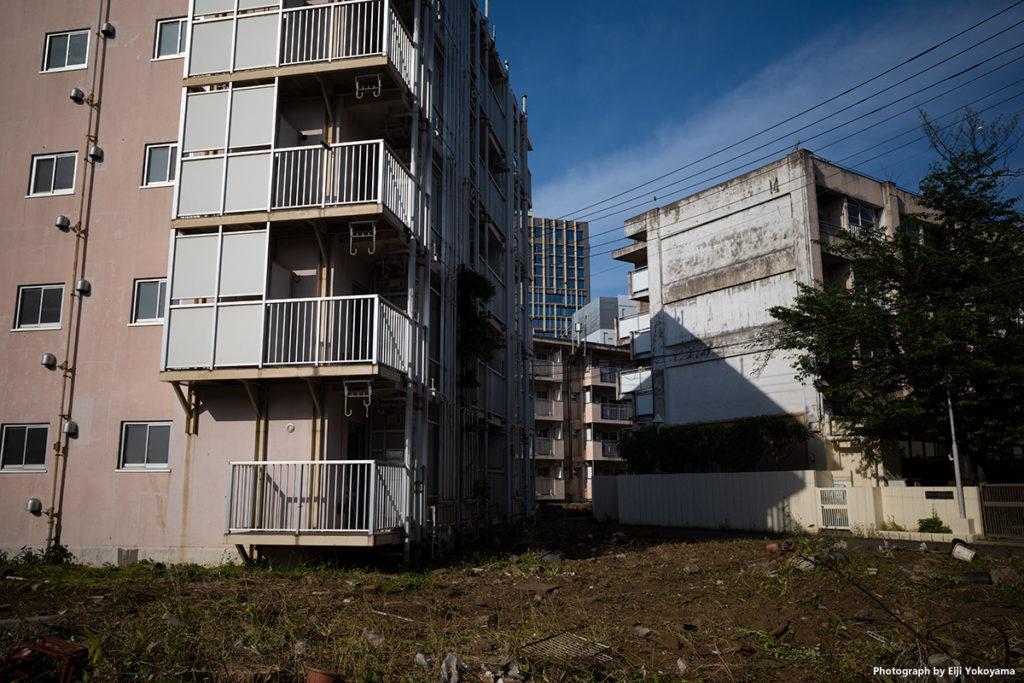 再開発後期の解体が始まった青山北町アパート。5/14, RICOH GRIII