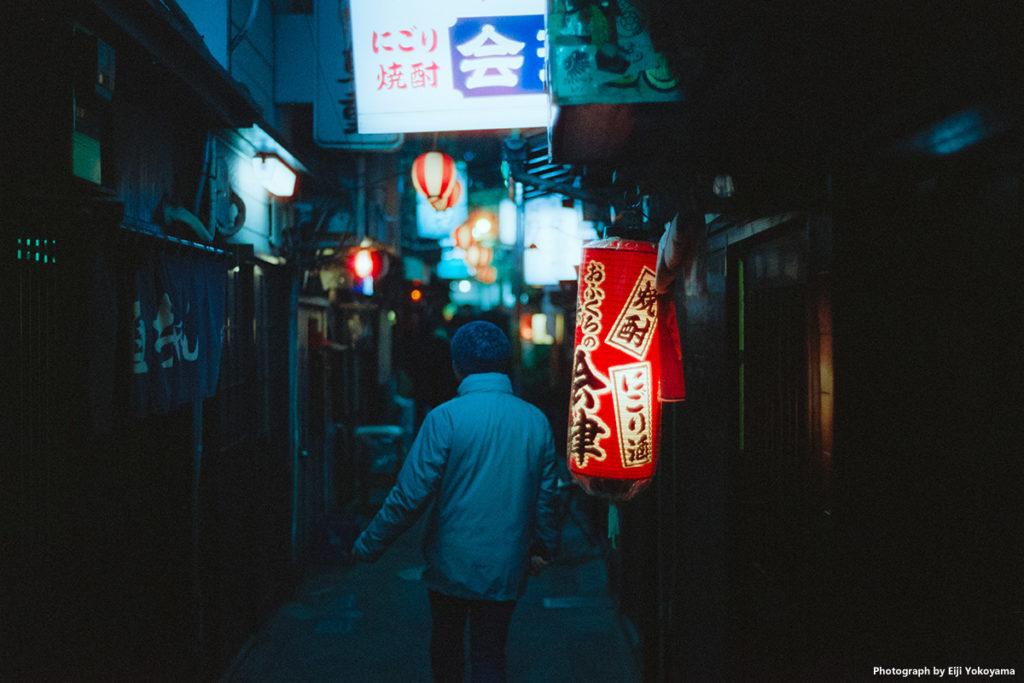 渋谷・のんべい横丁。Minolta CLE + NOKTON classic 40mm F1.4 + CineStill800T。