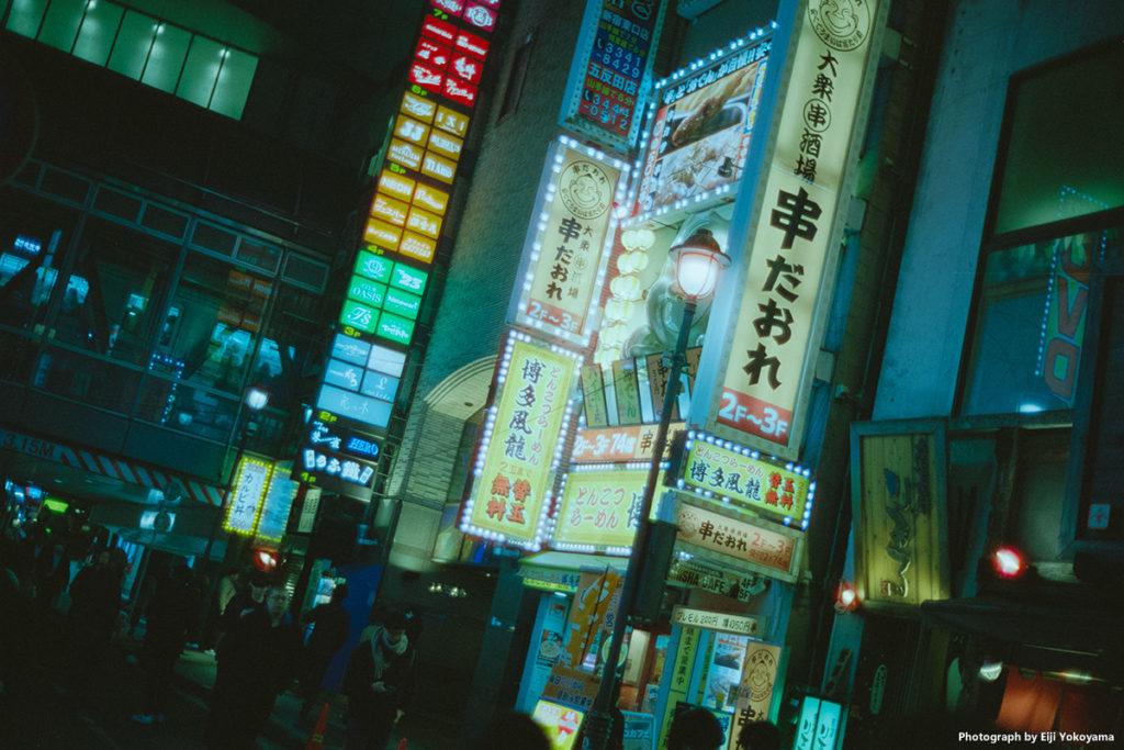 渋谷、夜景。Minolta CLE + NOKTON classic 40mm F1.4 + CineStill800T。