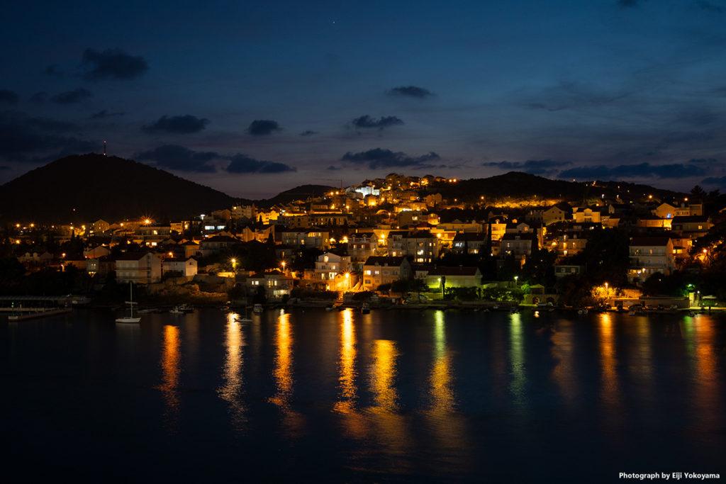 ドブロブニクの夜景。停泊中のクルーズ船より。