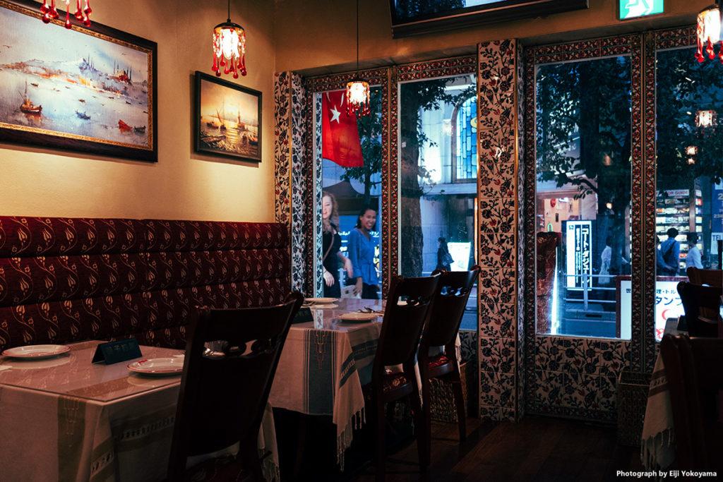 ガード下のトルコレストラン。安くて美味しい!