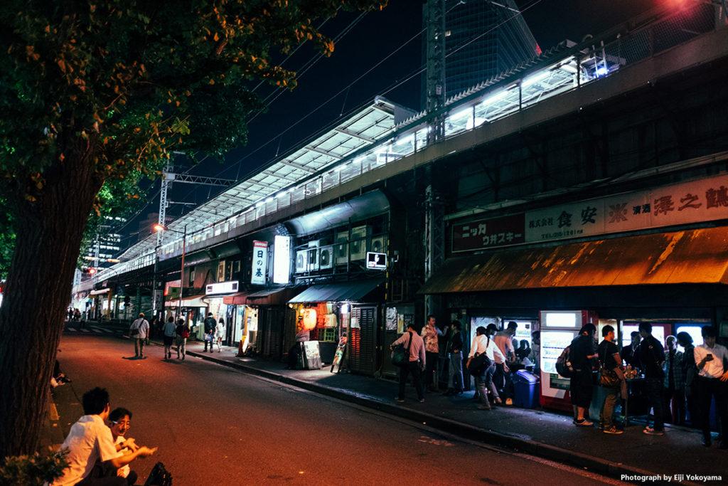 有楽町駅下。この辺りは古い店が多く、昭和!です。