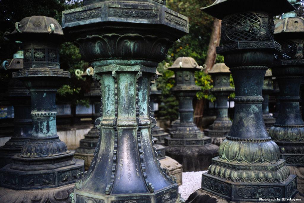 上野東照宮の銅灯籠。ここの灯篭群はなかなか見ごたえあります。