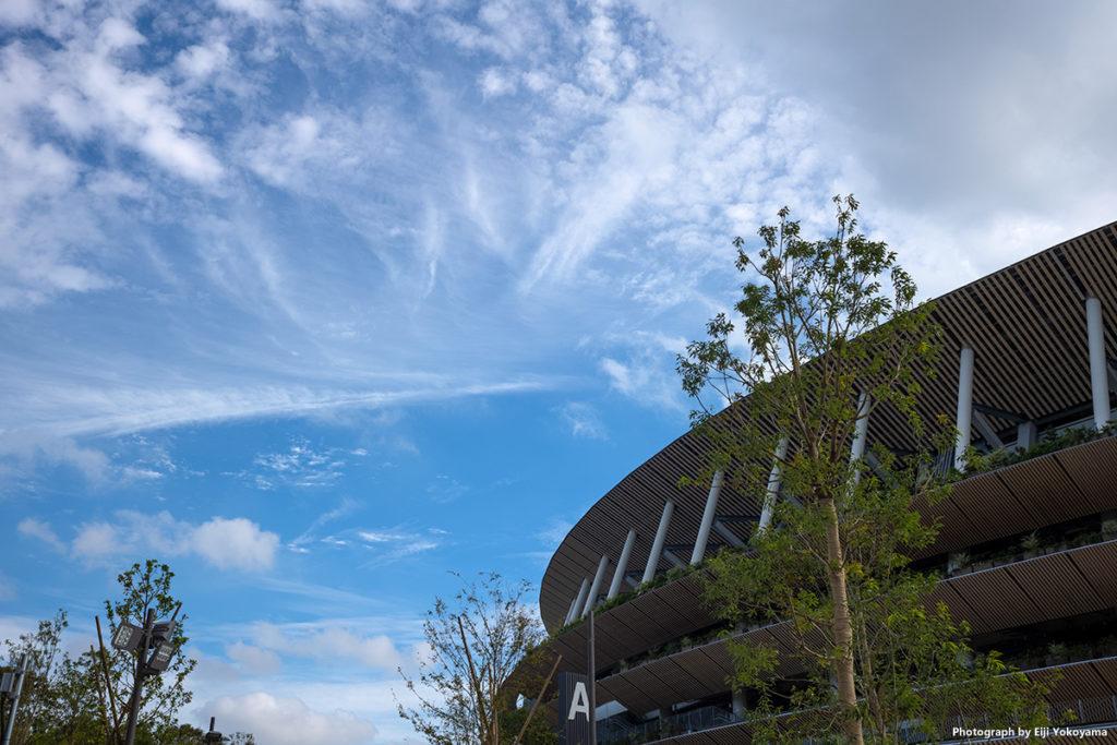 新国立競技場に秋の空。完成間近!