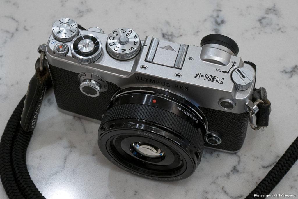 エイジング処理後のLUMIX G 20mm/F1.7 II ASPH.。PEN-Fに装着。
