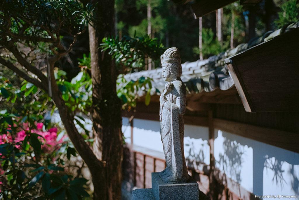 長谷寺、書院前の石像。