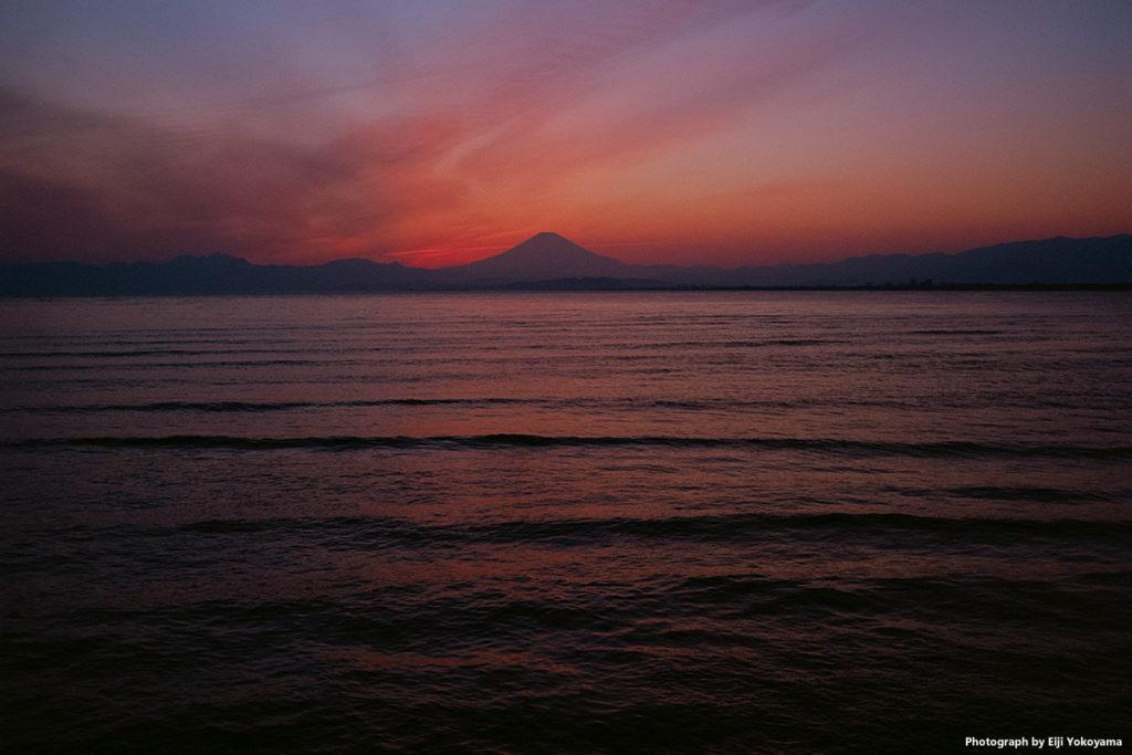 江ノ島、日没後の富士山。弁天橋より。