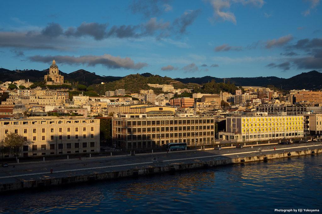 こちらはタオルミナではなく、寄港地のメッシーナです。ほどほど大きな街です。
