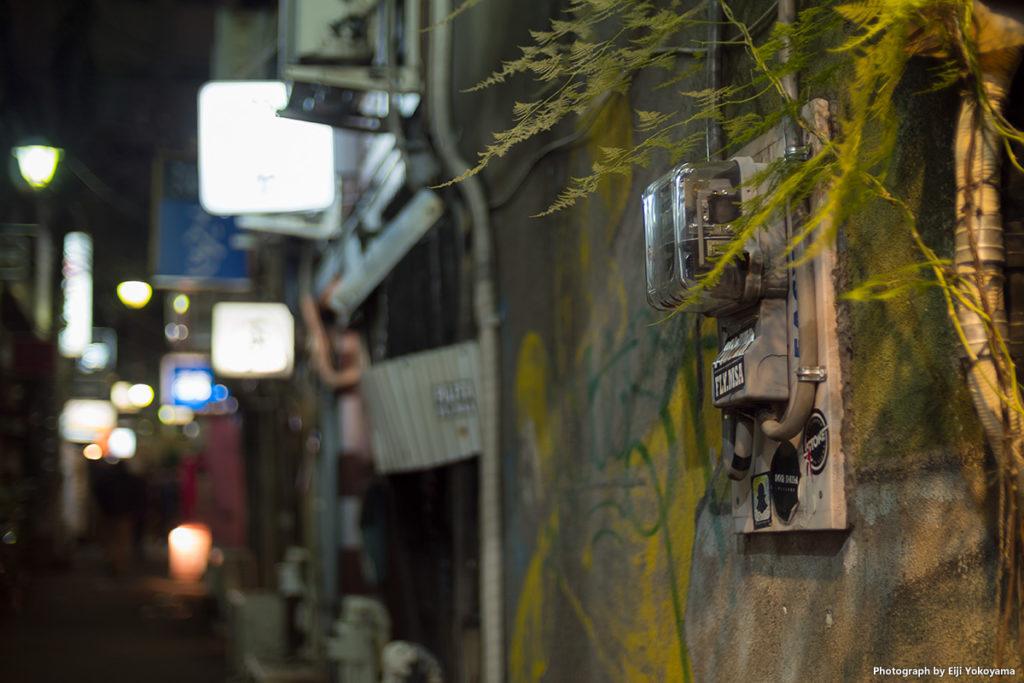 新宿ゴールデン街 by PEN-F + SPEEDMASTER 25mm F0.95