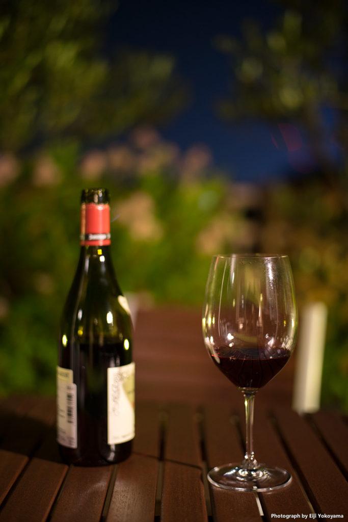宵のワイン。テキトーなワインでも美味しく感じます。(^ ^)