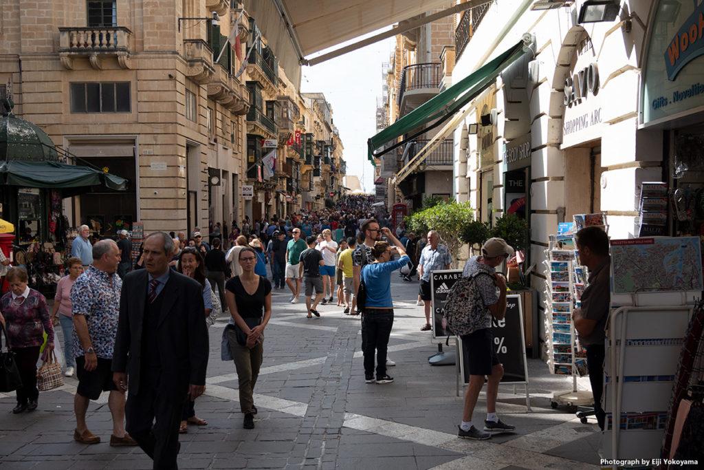 街の中心部はとっても綺麗で賑やか。メインストリートの人出は原宿表参道状態。