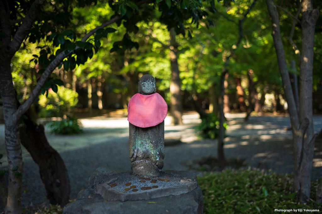 高徳院、大仏裏の小さなお地蔵さん。