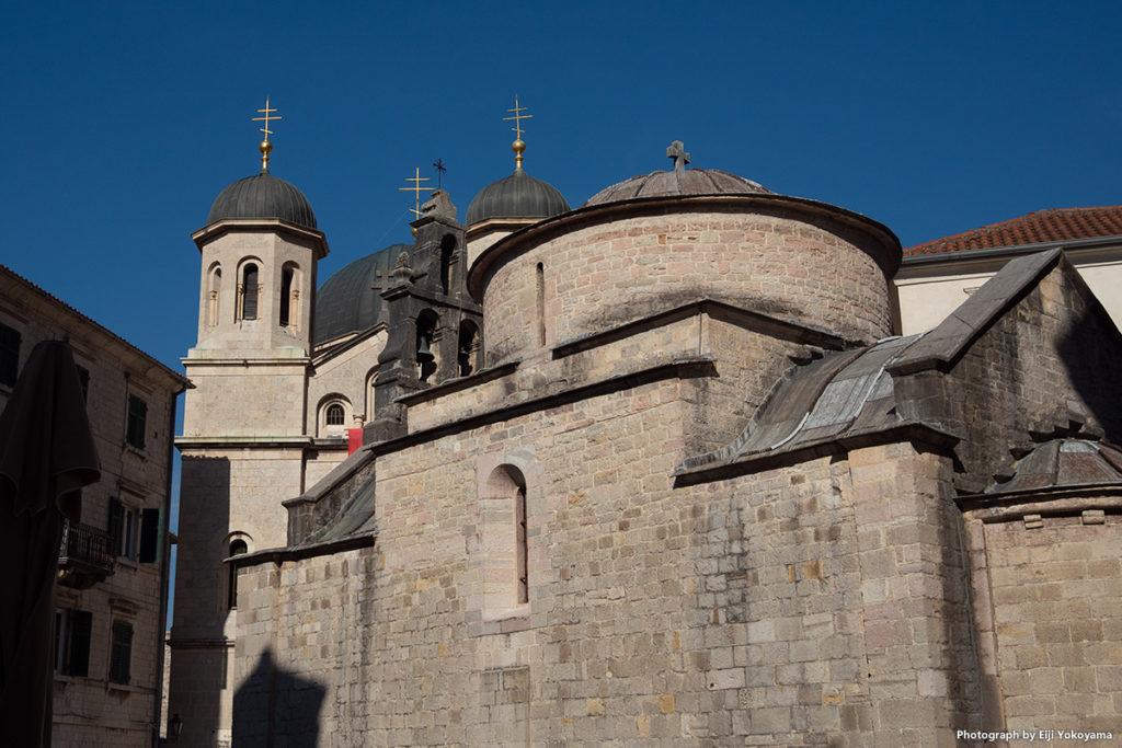 聖ルカ教会と聖二コラス教会。