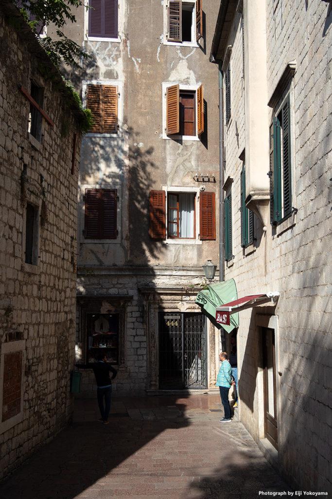 狭い路地、石畳と坂の街。