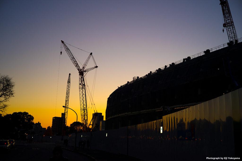 昨年12/9、夕焼けの新国立競技場。