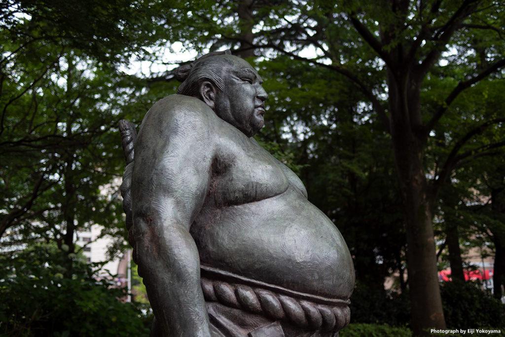 仙台市勾当台公園、仙台出身横綱「谷風」の等身像。迫力あります!