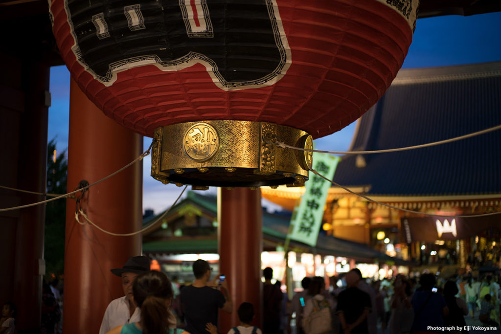 宝蔵門の大提灯。