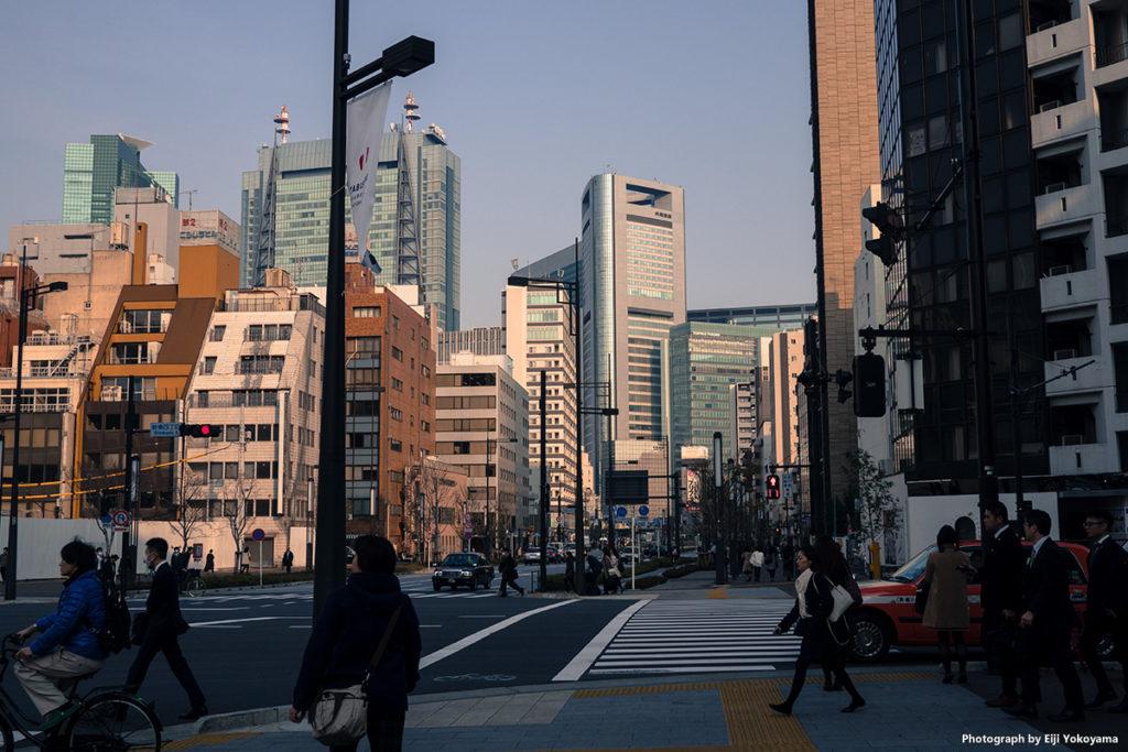 この辺り、まだ古いビルも多いようで、汐留の超高層ビル群との対比が面白いです。