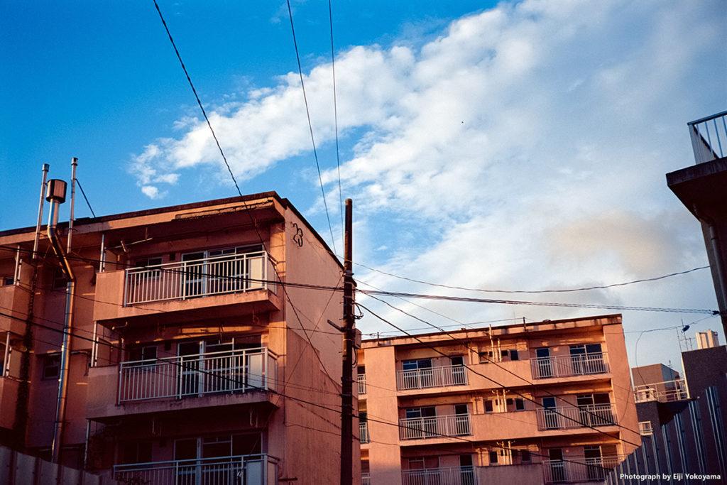 再開発の青山北町アパート。間も無く取り壊し。Voigtlander VF101 + Kodak Ektar 100