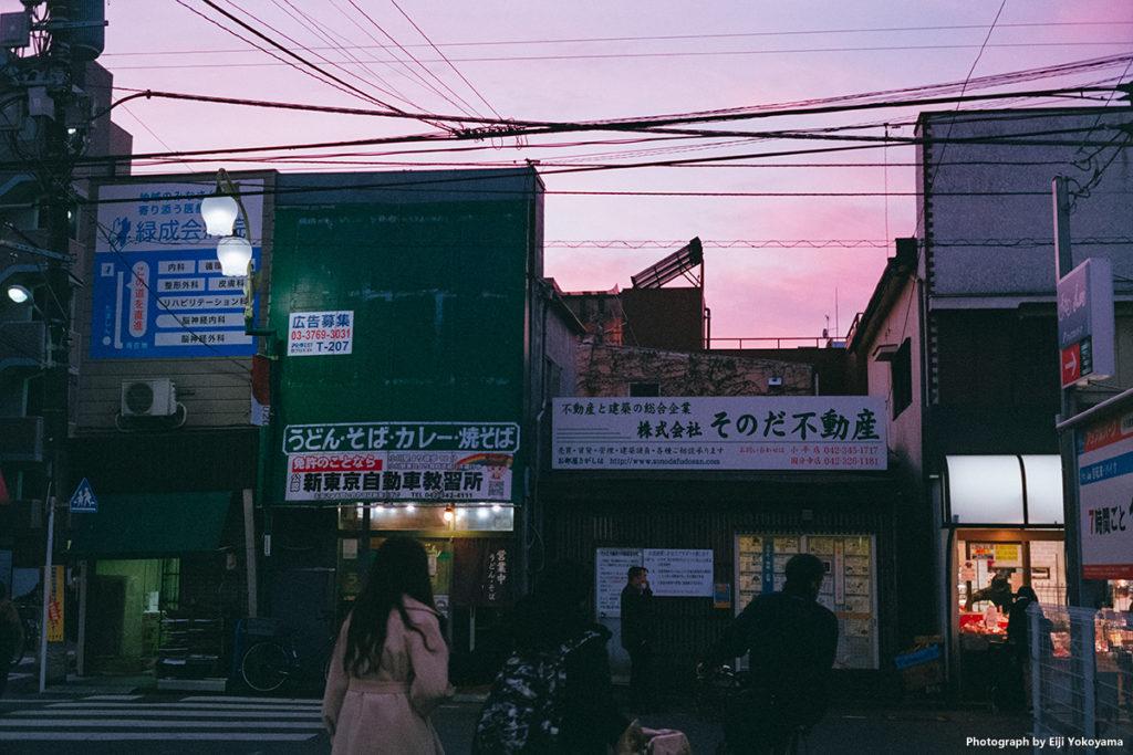 西武国分寺線、小川駅。駅前の商店街。