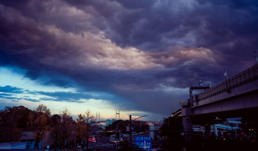 """まるで映画""""宇宙戦争""""のような異様な雲。横浜にて。MINOLTA TC-1 + Kodak Ektachrome E100"""