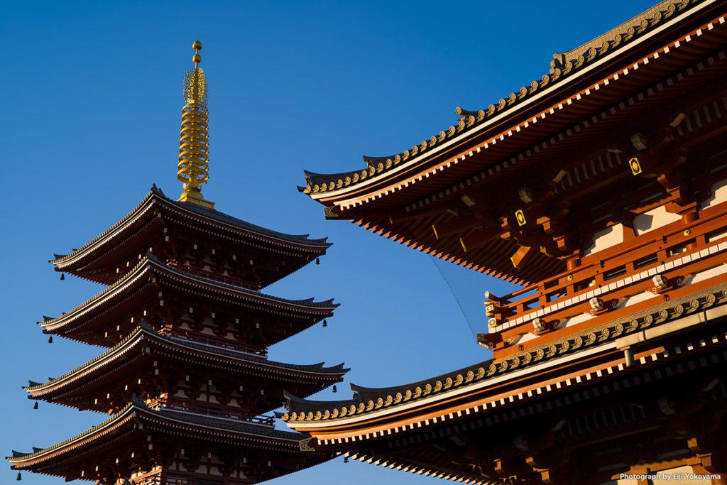 宝蔵門(仁王門)と五重塔。毎度のアングルで。