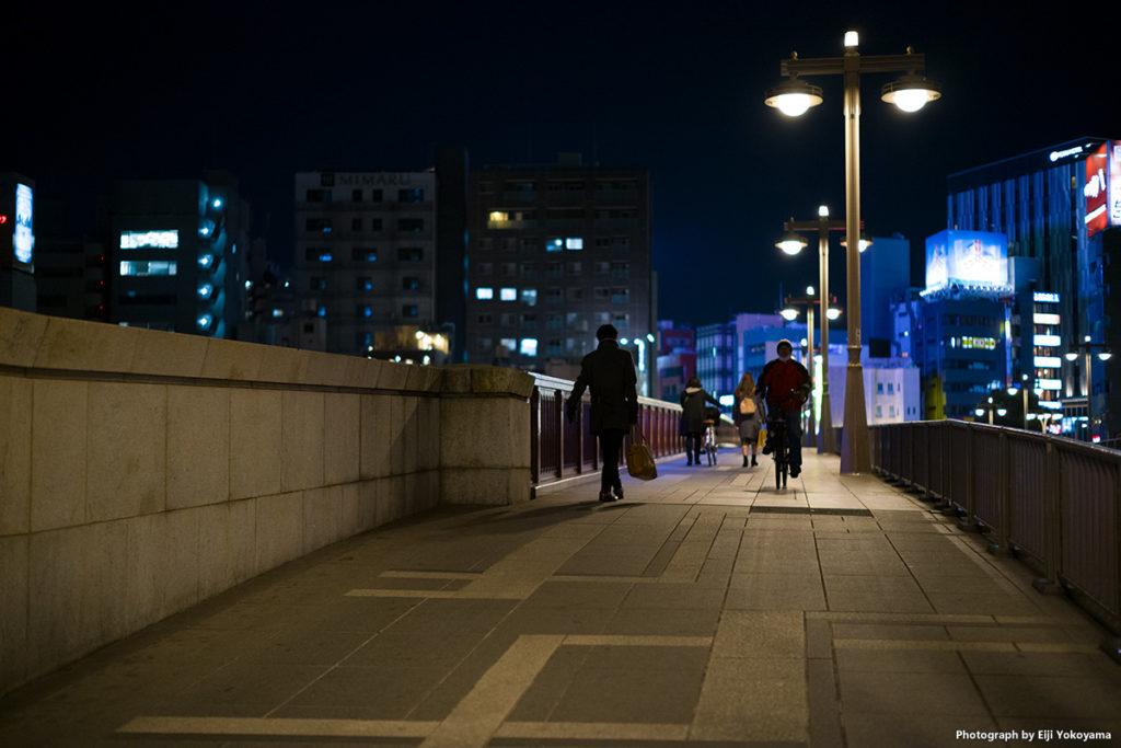 吾妻橋。風情があってイイです。