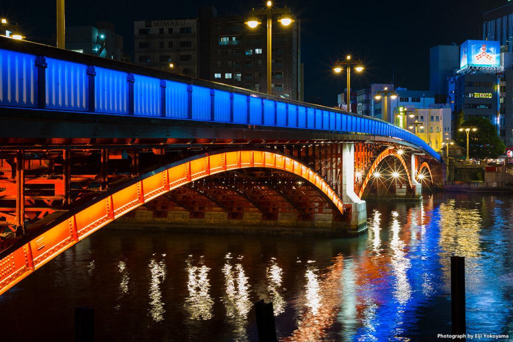 吾妻橋の照明。以前に増して毒々しくなった感じです。でも、このコッテリ感、好きです。