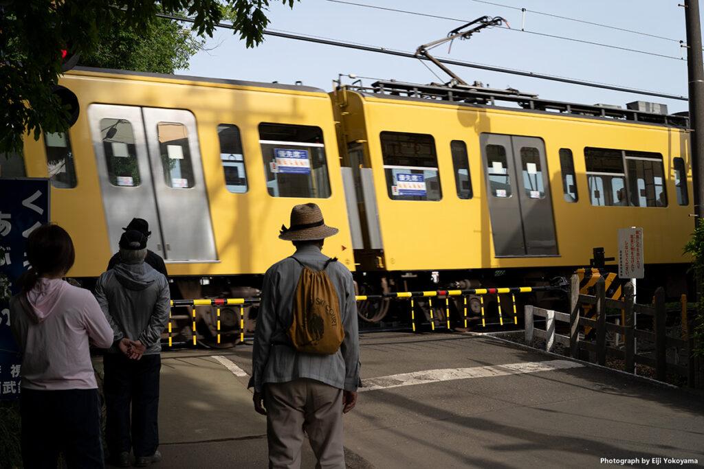 恐怖!傾く電車。電子シャッターにしたまま撮ってしまいました、、、見事に歪んでます😅